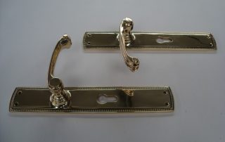 Lacquered Internal handles