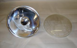 Reflector with lens